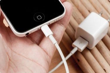 Hệ luỵ đáng sợ khi dùng cáp sạc điện thoại kém chất lượng: Bỏng cháy da cháy thịt, giật điện