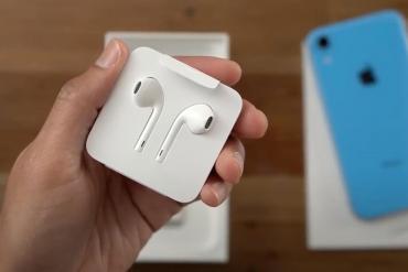 Apple có thể sẽ lại vòi tiền người dùng, bằng cách bán iPhone 12 mà không có tai nghe EarPods đi kèm trong hộp